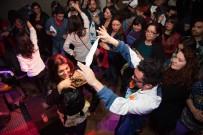 Los asistentes bailaron cueca