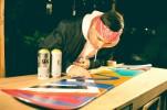 Wasafu pintó una tabla de snowboard, la que luego fue regalada a los asistentes (1)-1024x683